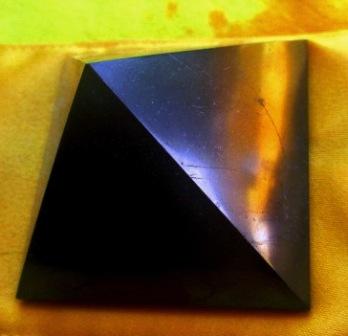 Pyramida - Šungit 6 cm