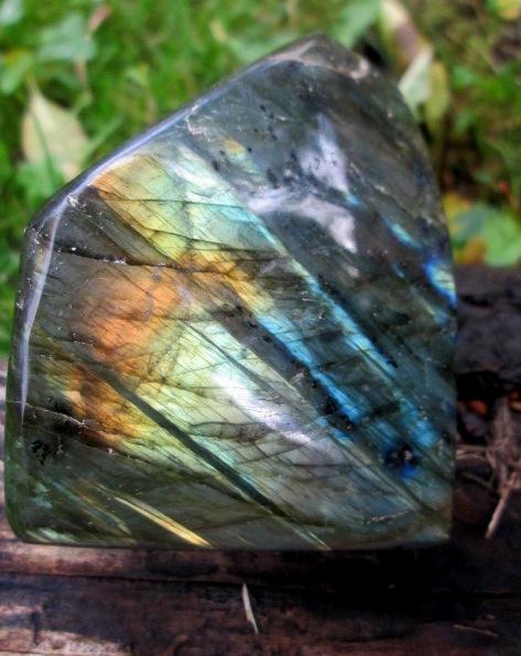 LABRADORIT - leštěný kámen