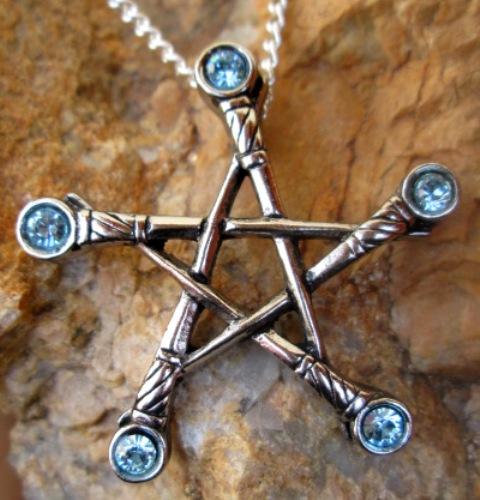 Pentagram mečů - ochrana proti všem negativním energiím