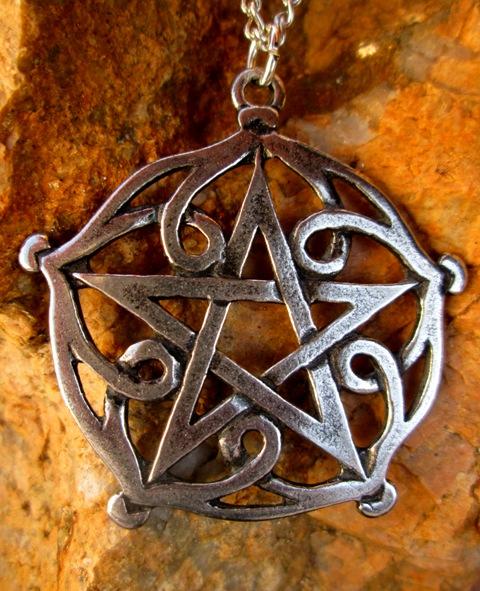 Pentagram Brisingamen - smyslnost, krása a šarm.