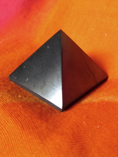 Pyramida - Šungit 4cm