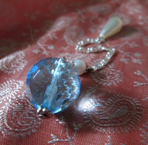 SRT kyvadlo - z broušeného skla - světle modré - střední