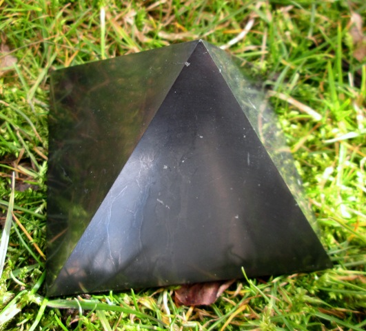 Pyramida - Šungit 8 cm