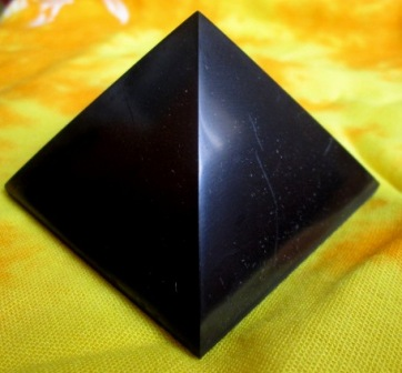 Pyramida - Šungit 15 cm