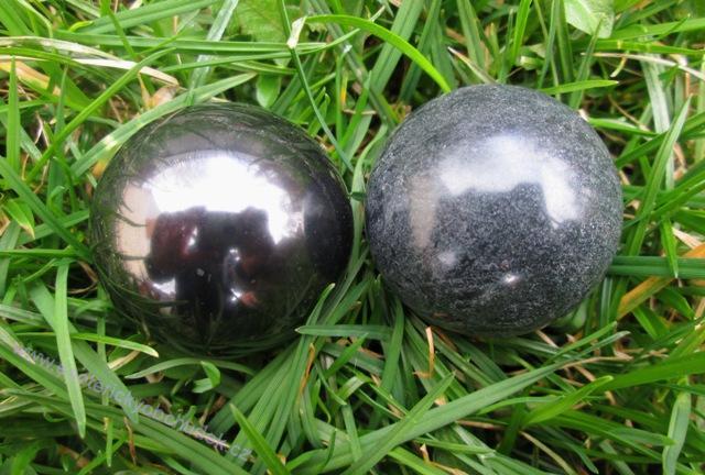 HARMONIZÉR (koule)- ŠUNGIT + KARELSKÝ MASTEK 3,5 cm průměr