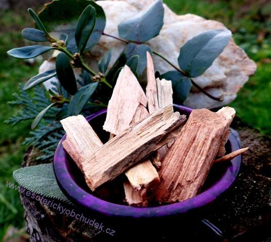 HIMALÁJSKÝ CEDR - štípané kousky dřeva 20 g