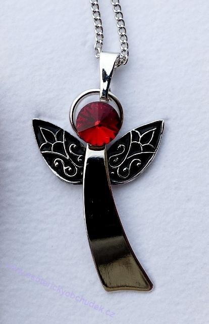 Anděl Strážný/ochranný anděl - přívěsek s červeným krystalem Swarovski