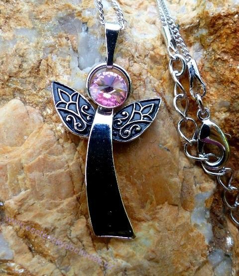 Anděl Strážný/ochranný anděl - přívěsek s růžovým krystalem Swarovski